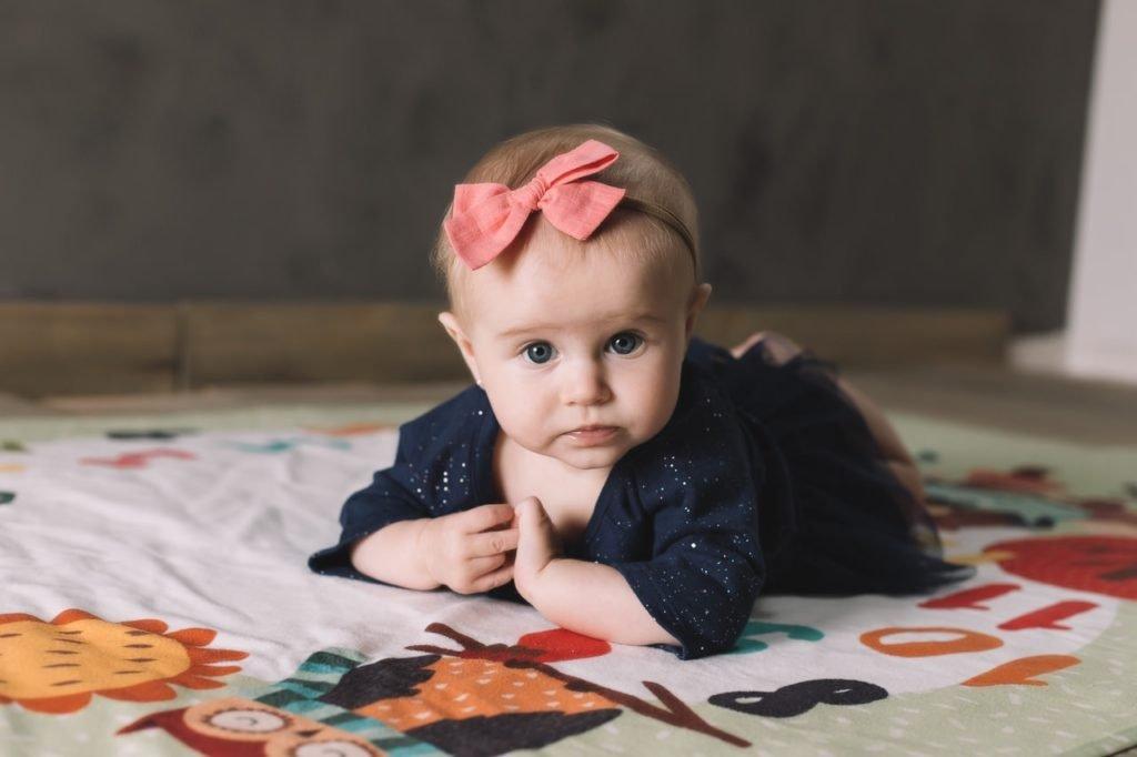 bebê no estúdio fotográfico